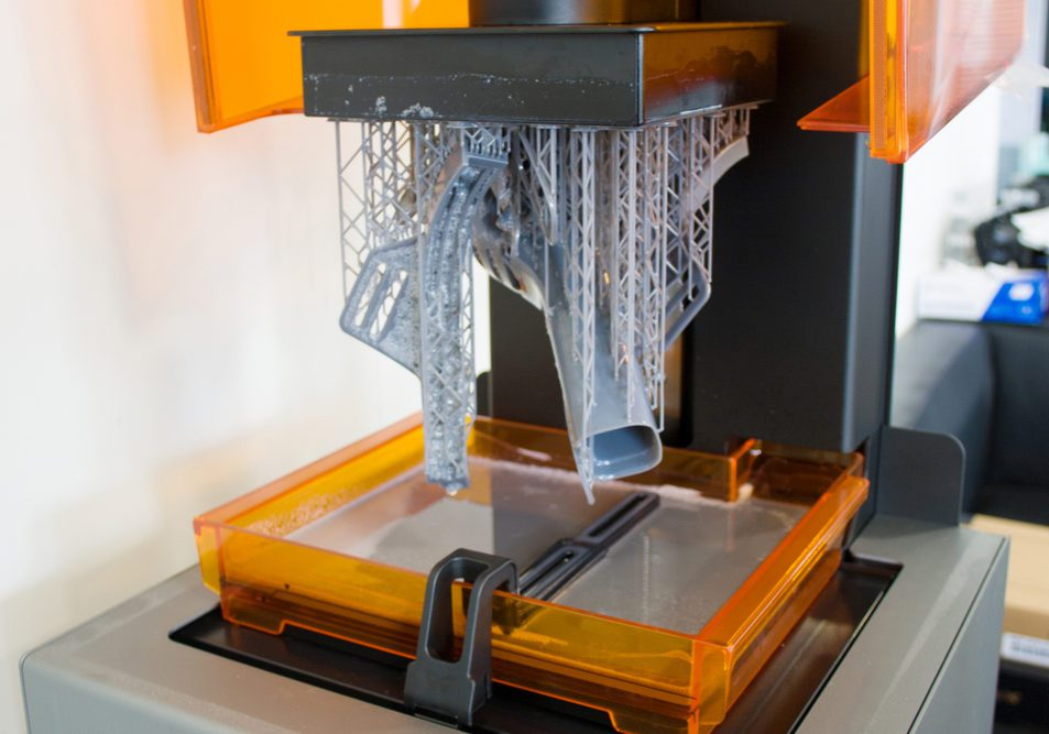Additive manufacturing vs traditional manufacturing